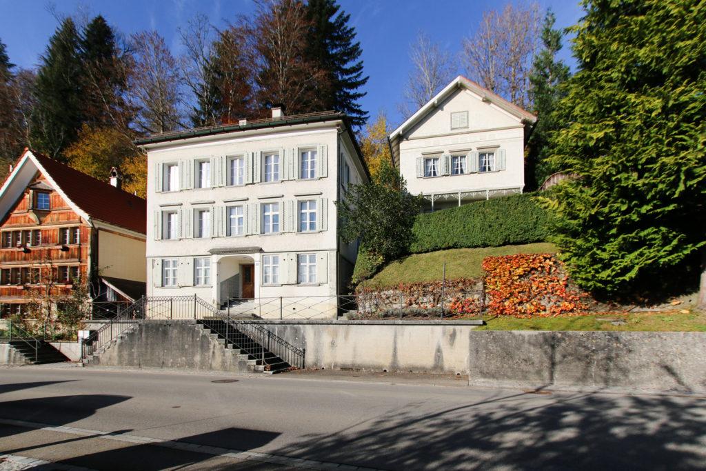 Wohnhaus mit Remise
